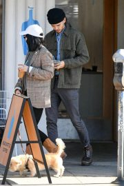 Vanessa Hudgens Out with her Dog in Los Angeles 2018/12/27 5