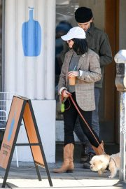Vanessa Hudgens Out with her Dog in Los Angeles 2018/12/27 6