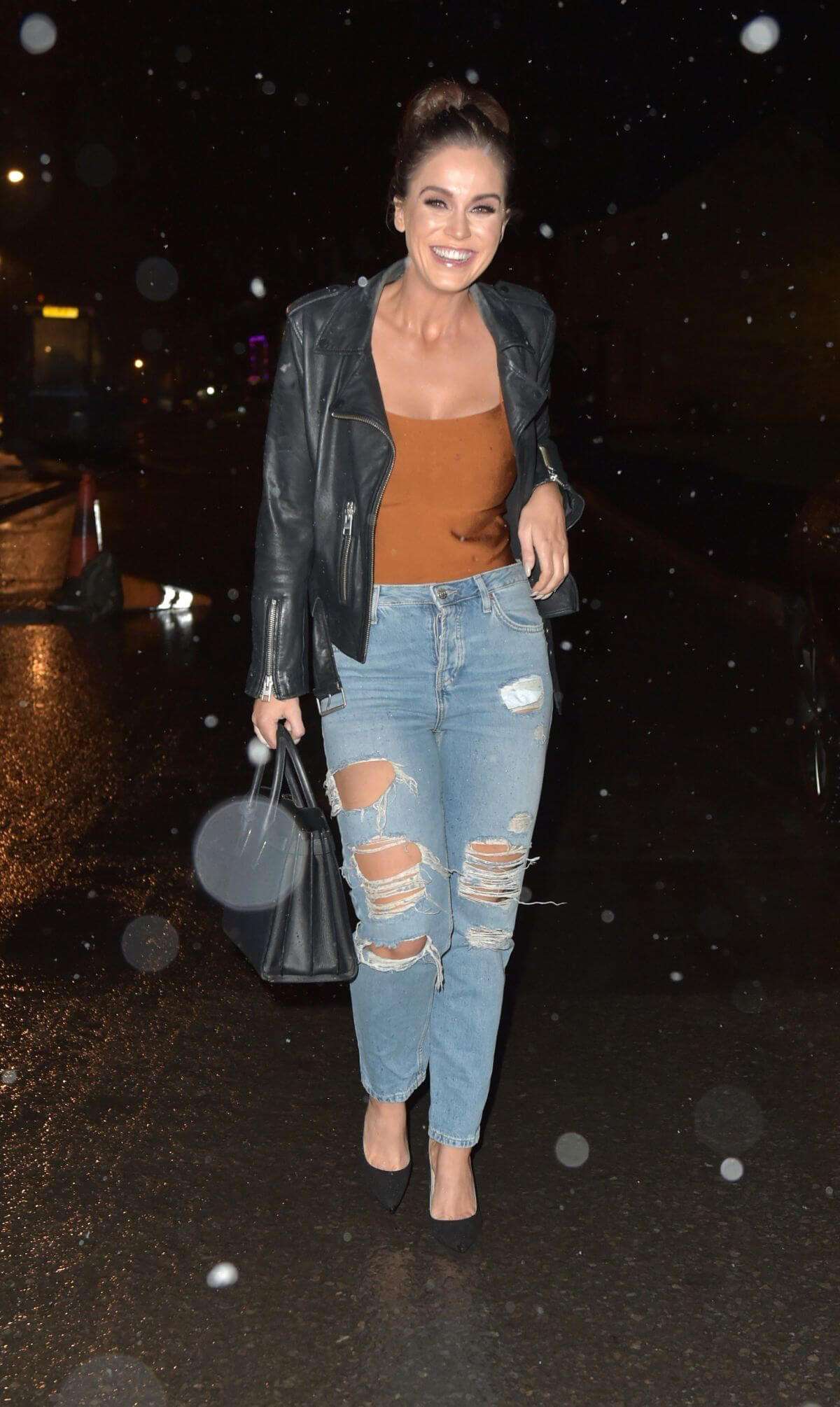Vicky Pattison in Ripped Jeans Night Out in Newcastle 2018/12/15 1