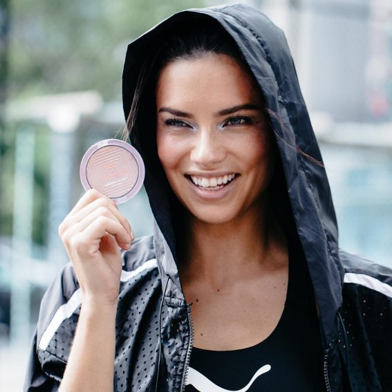 Adriana Lima shared Maybelline's Make-up products on Social Media 2019/01/18 1