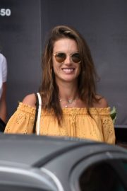 Alessandra Ambrosio Out and About in Florianopolis 2019/01/06 6