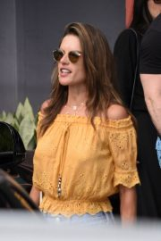 Alessandra Ambrosio Out and About in Florianopolis 2019/01/06 7