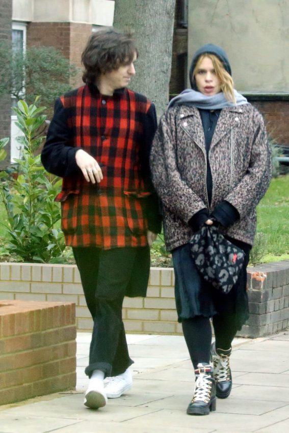 Billie Piper and Johnny Lloyd Out in London 2018/12/27 1