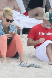 Busy Philipps at a Beach in Mexico 2018/12/31 2