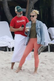 Busy Philipps at a Beach in Mexico 2018/12/31 7