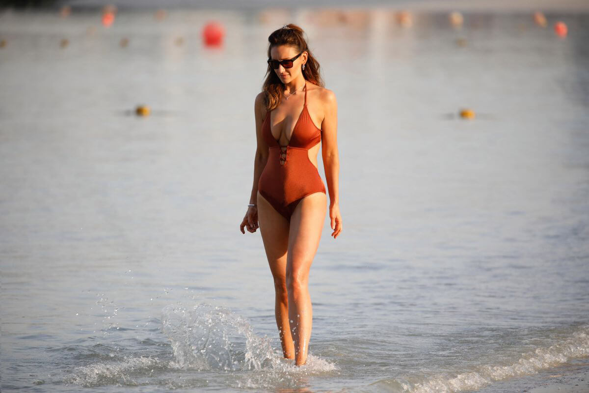 Catherine Tyldesley in Swimsuit at a Beach in Dubai 2018/12/30 1