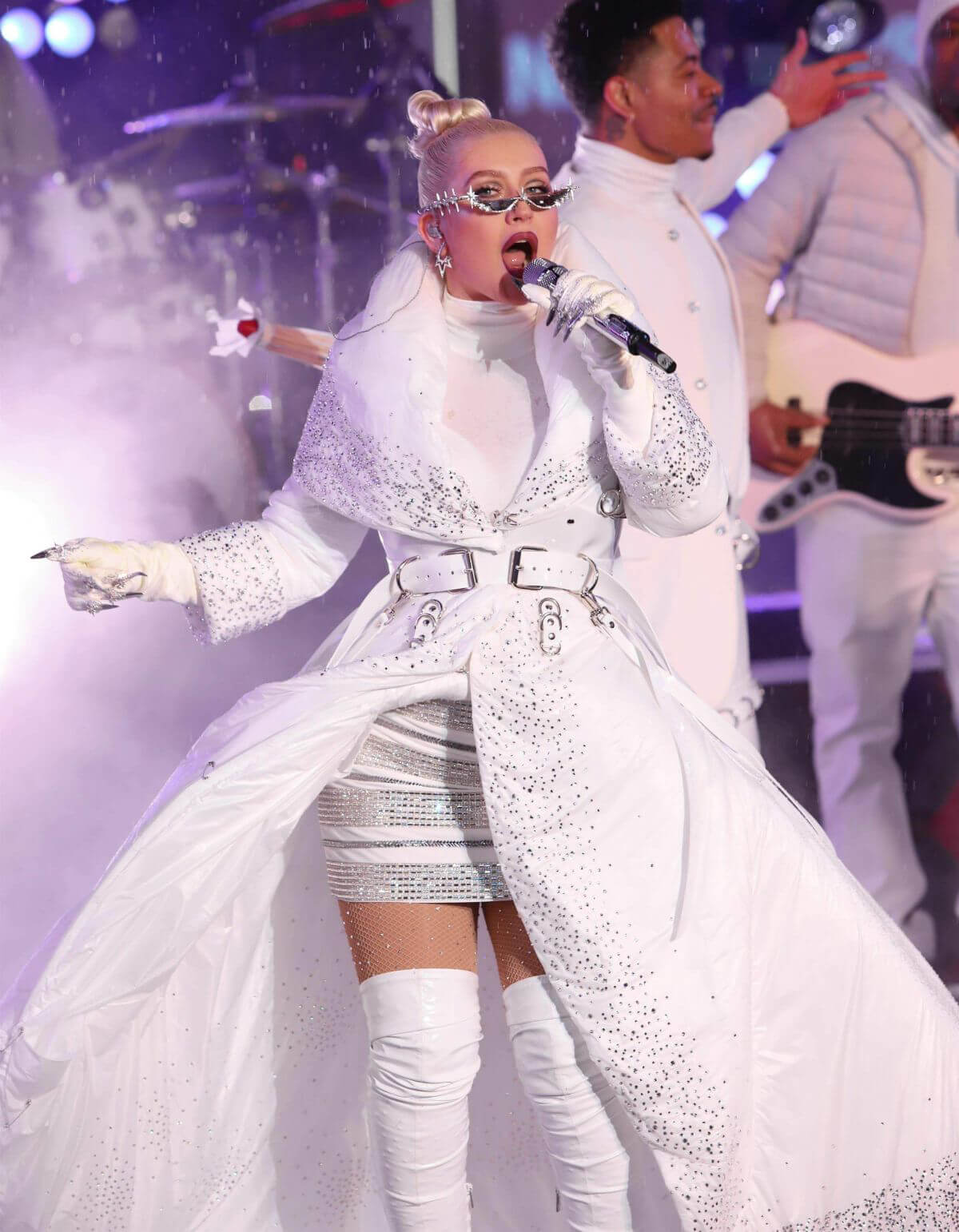 Christina Aguilera Performs on New Year's Eve at Times Square in New York 2018/12/31 1