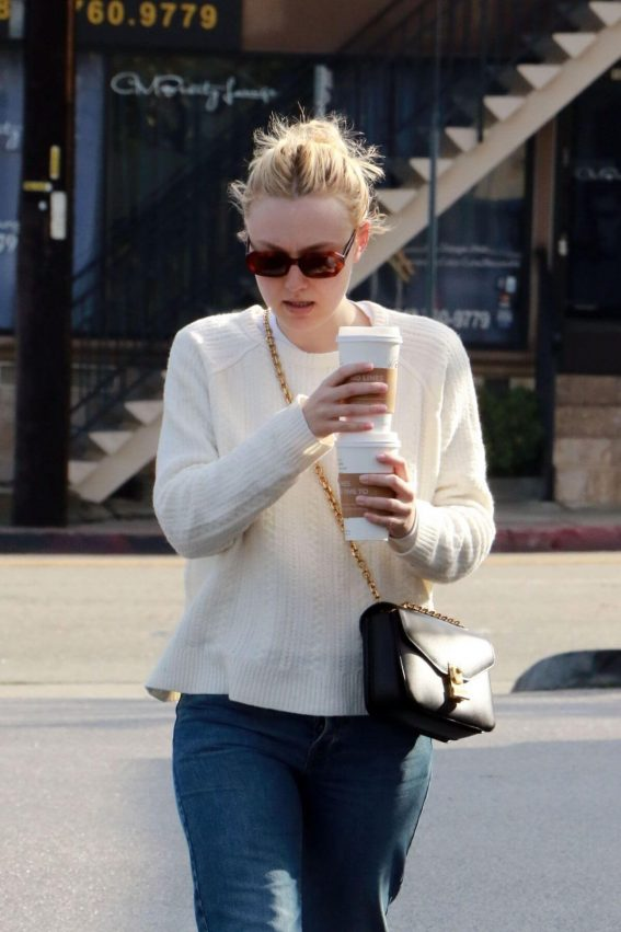 Dakota Fanning Out and About in Studio City 2019/01/06 1