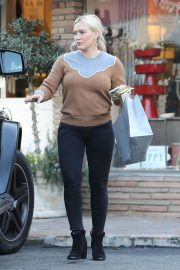 Hilary Duff Out Shopping in Los Angeles 2018/12/24 2
