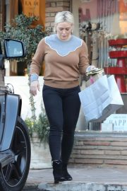 Hilary Duff Out Shopping in Los Angeles 2018/12/24 3