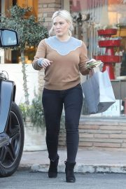 Hilary Duff Out Shopping in Los Angeles 2018/12/24 4