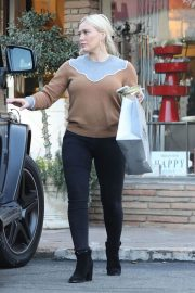 Hilary Duff Out Shopping in Los Angeles 2018/12/24 6