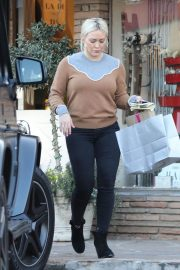 Hilary Duff Out Shopping in Los Angeles 2018/12/24 7