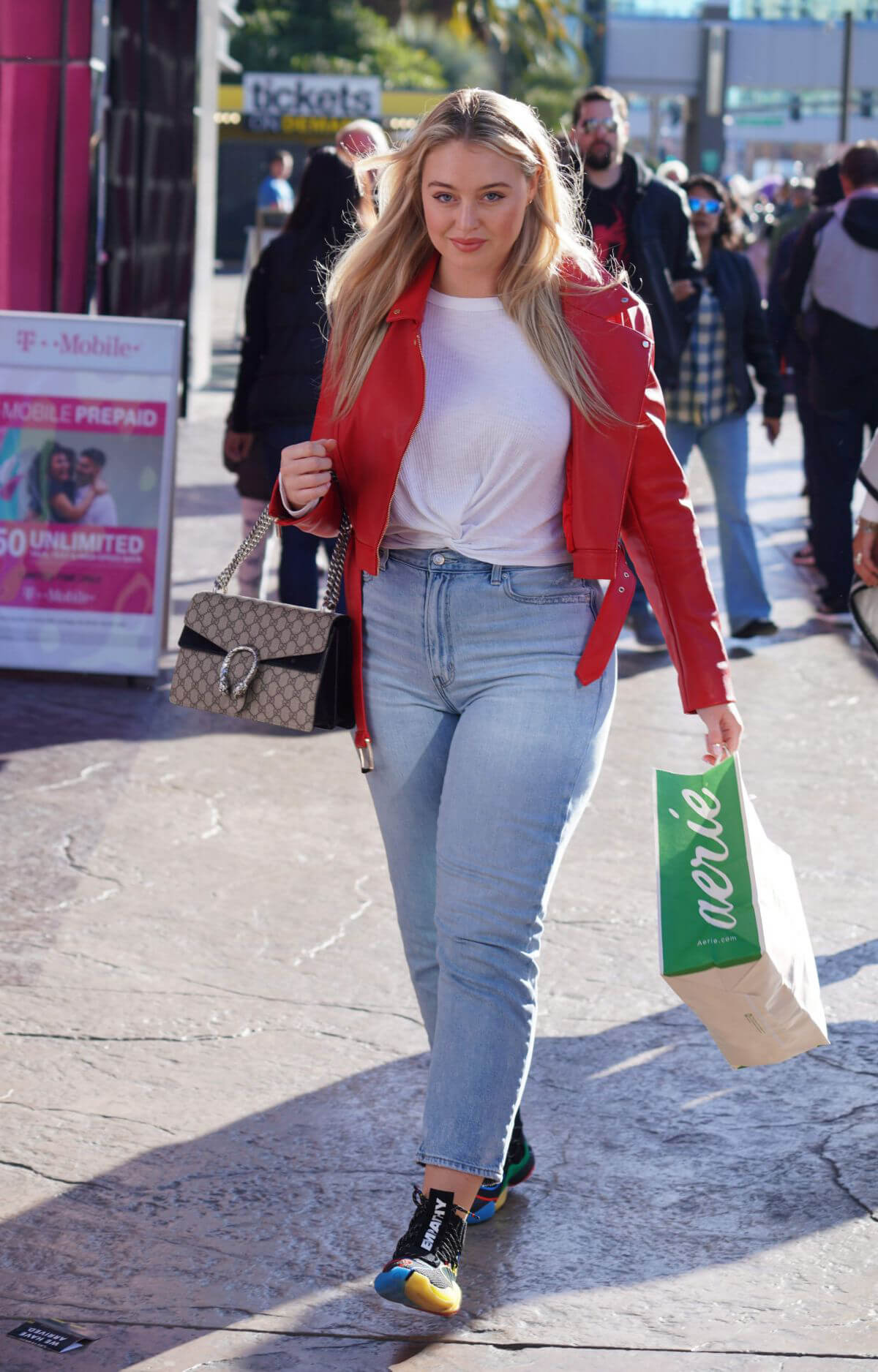 Iskra Lawrence at American Eagle Fashion Launch in Las Vegas 2018/12/29 1