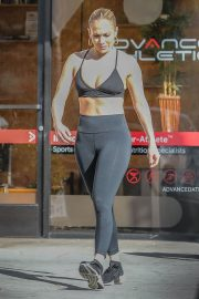 Jennifer Lopez at a Gym in Venice Beach 2019/01/01 16