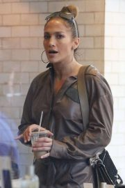 Jennifer Lopez Out Shopping in Beverly Hills 2018/12/24 1