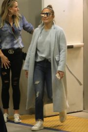 Jennifer Lopez Shopping at Tom Ford in Beverly Hills 2018/12/31 4