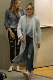 Jennifer Lopez Shopping at Tom Ford in Beverly Hills 2018/12/31 6