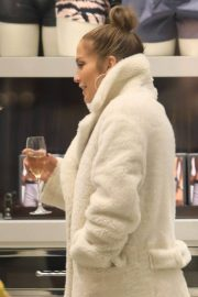 Jennifer Lopez Shopping at Tom Ford in Beverly Hills 2018/12/31 9