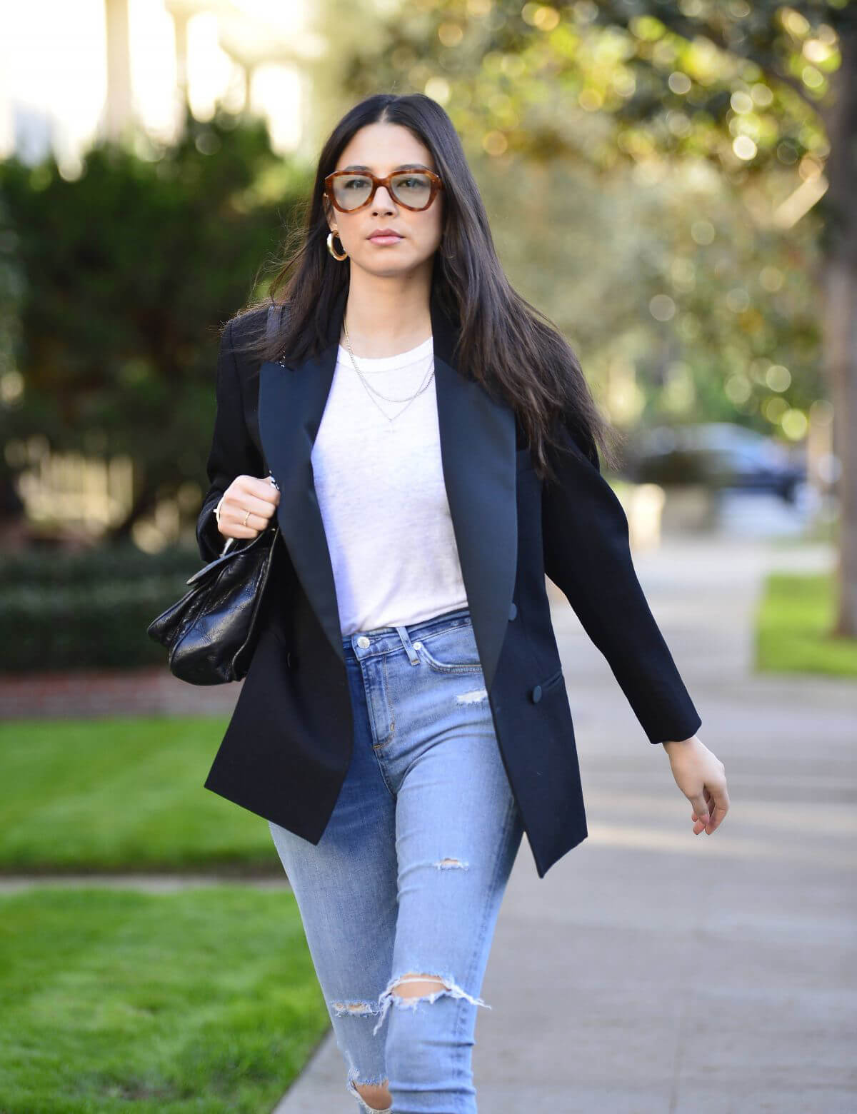 Jessica Gomes in Ripped Denim Out in Los Angeles 2018/12/21 1