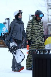 Katy Perry Out on Slopes in Aspen 2018/12/30 3