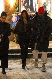 Kim and Kourtney Kardashian, Kendall Jenner and Sofia Richie Out Shopping in Aspen 2018/12/28 3
