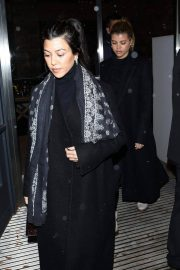 Kim and Kourtney Kardashian, Kendall Jenner and Sofia Richie Out Shopping in Aspen 2018/12/28 13