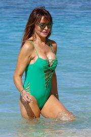 Lizzie Cundy in Swimsuit at a Beach in Barbados 2018/12/29 8