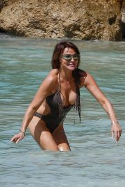Lizzie Cundy in Swimsuit on the Beach in Barbados 2018/12/30 2
