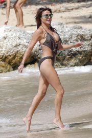 Lizzie Cundy in Swimsuit on the Beach in Barbados 2018/12/30 11