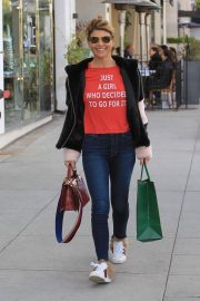 Lori Loughlin Out Shopping in Beverly Hills 2018/12/31 3