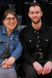 Mayim Bialik at a Basketball Game at Staples Center in Los Angeles 2018/12/30 2
