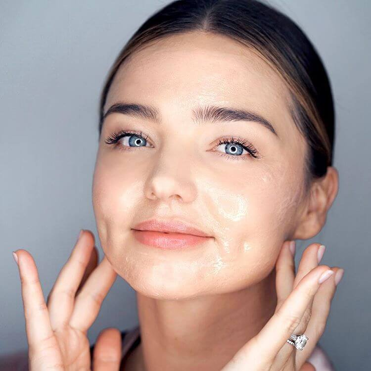Miranda Kerr promote Koraorganics Noni Glow Sleeping Mask - January 04, 2019 1