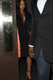Rihanna Out for Dinner at Ours Restaurant in London 2018/12/28 2