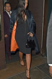 Rihanna Out for Dinner at Ours Restaurant in London 2018/12/28 3