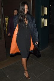 Rihanna Out for Dinner at Ours Restaurant in London 2018/12/28 5