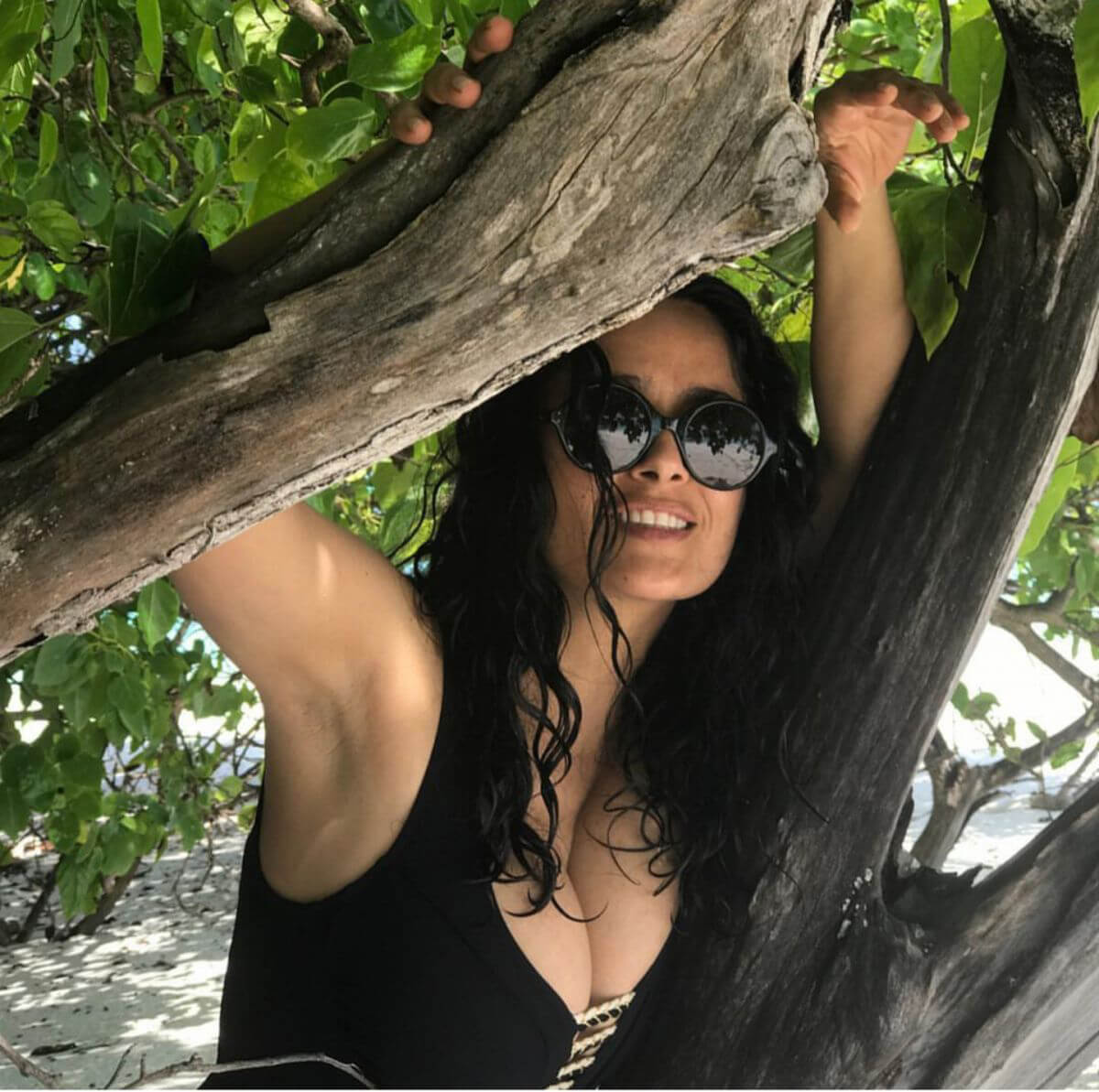 Salma Hayek in Swimsuit on Instagram Picture 2018/12/29 1