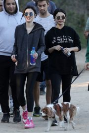 Selena Gomez Out Hiking with Friends in Los Angeles 2019/01/04 1