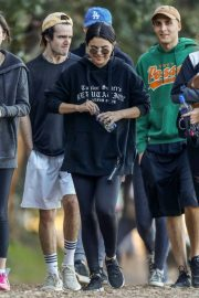 Selena Gomez Out Hiking with Friends in Los Angeles 2019/01/04 4