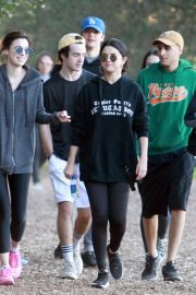 Selena Gomez Out Hiking with Friends in Los Angeles 2019/01/04 8