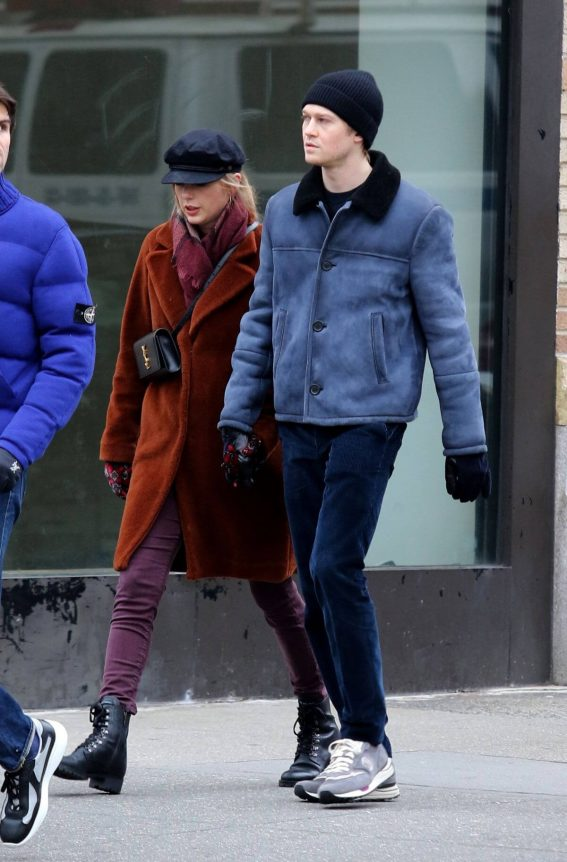 Taylor Swift and Joe Alwyn Out in New York 2018/12/29 1