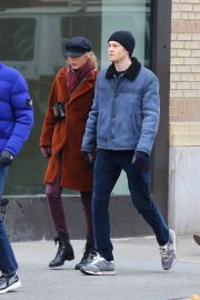 Taylor Swift and Joe Alwyn Out in New York 2018/12/29 3