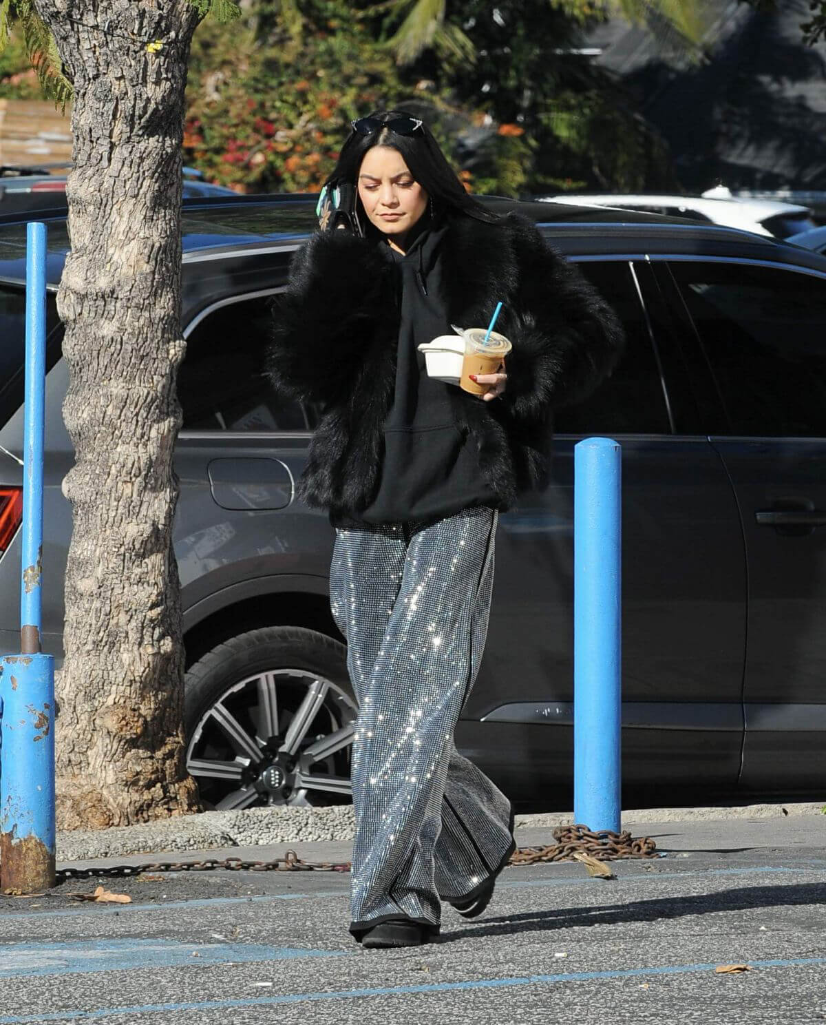 Vanessa Hudgens Out and About in Los Feliz 2018/12/30 1