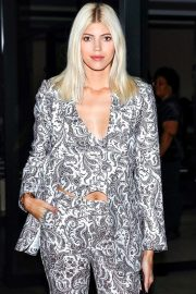 Devon Windsor wearing Black and White Floral Print Outfit - February 13, 2019 1