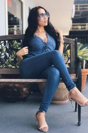Titi Simone in Blue Denim Shirt and Jeans Photos - August 10, 2018 2
