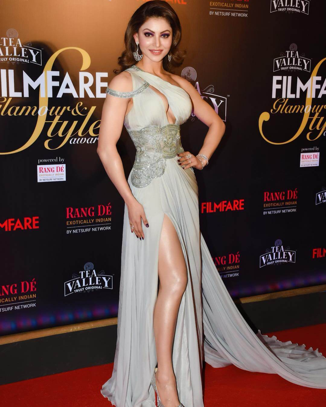 Urvashi Rautela Hot Dress Design by Swapnil Shinde in Filmfare and Style Awards 2019 4