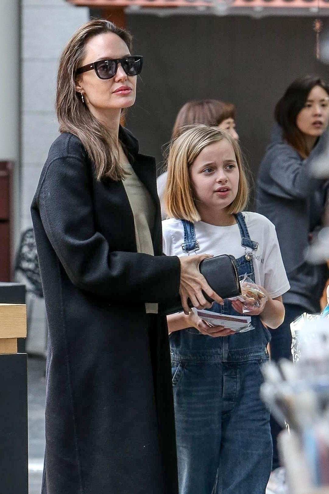 Angelina Jolie out the day with daughter in Los Angeles 2019/04/28 1