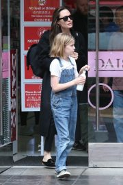 Angelina Jolie out the day with daughter in Los Angeles 2019/04/28 2