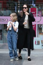 Angelina Jolie out the day with daughter in Los Angeles 2019/04/28 3