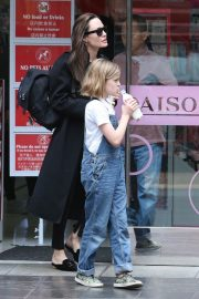 Angelina Jolie out the day with daughter in Los Angeles 2019/04/28 5